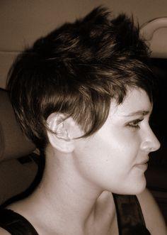 Getting serious 'chop all my hair off urges'. Want short pixie hair again.
