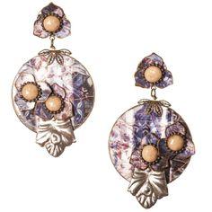 Pendiente de flamenca pequeño en forma de círculo realizada en esmalte veneciano con adornos de estaño y flores de esmalte en degradé azul. Serie 'Stannum'.