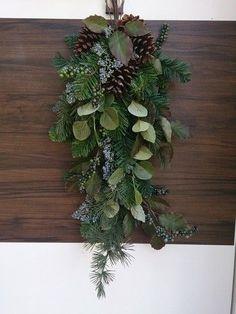 75cm程度の玄関に飾れるスワッグです。以前、市販されていたものですが、ぜひデザインのご参考に。写真は縦に飾ってありますが、横にも飾れます。飾り方を変えて違った雰囲気を楽しむのもいいですね。