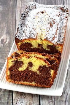 Quatre Quarts Marbré au Chocolat Recipe of four quarters marbled in chocolate, a soft cake four quarters with a good taste of chocolate and vanilla which melt in the mouth. Pound Cake Recipes, Easy Cake Recipes, Cookie Recipes, Baking Recipes, Dessert Recipes, Healthy Recipes, Mini Cakes, Cupcake Cakes, Chocolat Recipe
