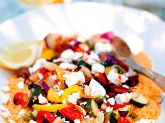Couscoussallad med rostade grönsaker och fetaost | Recept.nu