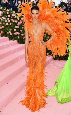 Kendall & Kylie Jenner Rock Jaw Dropping Looks for Met Gala Photo The Jenner sisters have arrived at the 2019 Met Gala - and they did not disappoint! Kendall and Kylie Jenner walked the pink carpet together in super bright looks… Kendall And Kylie, Kendall Jenner Met, Kendall Jenner Fashion, Kendall Kardashian, Kendall Jenner Modeling, Donatella Versace, Gala Dresses, Nice Dresses, Fast Fashion