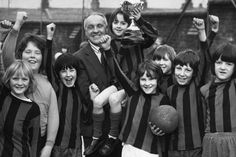 bill-shankly-presents-youngsters-with-a-trophy-after-his-retirement-as-liverpool-fc-boss-708880535.jpg (1023×681)