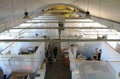 Milano, guarda come vive e lavora un artista: apre l'ostello di design temporaneo