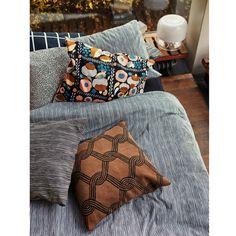 Textiles y estampados Marimekko Brown Throw Pillows, Bed Pillows, Cushions, Luxury Bedding Collections, Home Collections, Duvet Bedding, Linen Bedding, Bed Linens, Marimekko Bedding