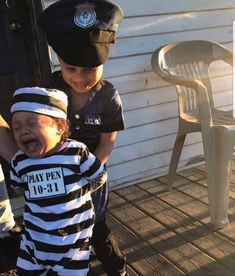 Please Officer dont take me Back to prison-One of my Favorites. Beautiful Children, Beautiful Babies, Scream Halloween, Halloween 2019, Funny Memes, Hilarious, Bring The Heat, Mixed Babies, Playpen