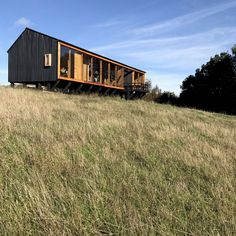 Image 1 of 34 from gallery of MÜLLER House / Eugenio Ortúzar + Tania Gebauer. Photograph by Ortuzargebauer arquitectos Shed Homes, Prefab Homes, Nature Architecture, Architecture Design, Off Grid House, Small Cottage Homes, Casas Containers, Long House, Cliff House
