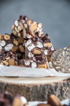 recept på rocky road Rocky Road Recept, Christmas Time, Christmas Crafts, Christmas Ideas, Fika, What To Cook, Christmas Inspiration, Tis The Season, Fudge