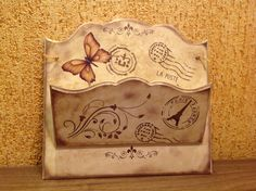 Porta carta em MDF Letter Holder, Bottle Box, Decoupage Vintage, Craft Room Storage, Painting On Wood, Painted Furniture, Diy And Crafts, Stencils, Projects To Try