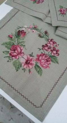 Hand Embroidery, Machine Embroidery, Embroidery Designs, Cross Stitch Flowers, Cross Stitch Patterns, Needlepoint Designs, Bargello, Fabric Painting, Diy Flowers