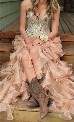 vestido de fiesta botas vaqueras