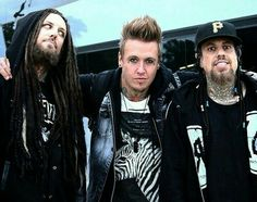 Korn/papa roach Hunter my son wants to be the lead singer of papa roach Jacoby shaddix Rock Music Quotes, Singing Quotes, Nu Metal, Heavy Metal, World Music, Music Is Life, Korn Concert, Brian Head, Papa Roach