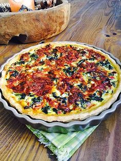 Quiche mit Spinat, Schafkäse, getrockneten Tomaten und Pinienkernen Quiche with spinach, sheep cheese, sun-dried tomatoes and pine nuts Snacks Vegan Breakfast Recipes, Vegetarian Recipes, Healthy Recipes, Quiche Feta, Tart Recipes, Dessert Recipes, Chicken Lunch Recipes, Sheep Cheese, Quiches