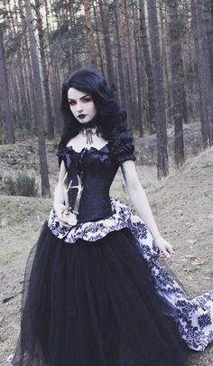 Gothic Beauty http://amzn.to/2rWj5Ft