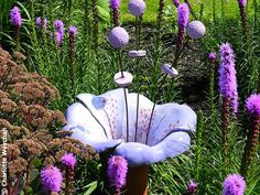 Regular readers know that Sussex Prairies is one of my favourite gardens and that owners Paul and Pauline McBride are designing the garden a… - Alles über den Garten Ceramic Flowers, Glass Flowers, Big Flowers, Concrete Crafts, Concrete Art, Diy Garden, Garden Crafts, Alice In Wonderland Garden, Cement Garden