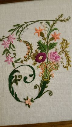 Embroidery Online, Embroidery Alphabet, Embroidery Flowers Pattern, Felt Embroidery, Embroidery Monogram, Hand Embroidery Stitches, Silk Ribbon Embroidery, Hand Embroidery Designs, Vintage Embroidery