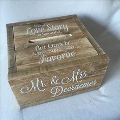 Belevenis op je Bruiloft Deze prachtige tekst hebben we op een enveloppendoos van gebruikt steigerhout geplaatst. Elke enveloppendoos kan worden voorzien van jullie tekst, kleur en lettertype. Wij maken houten #trouwaccessoires. Denk hierbij aan #ringendoosje #gastenboek #enveloppendoos en #bruiloftversiering Op onze site vinden jullie moderne trouwaccessoires voor jullie #Bruiloft #trouwerij #wedding