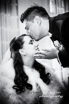 Vintage Wedding Hochzeitsfotografie im Hollywoodstyle ist auch mal was ganz Feines. 01716068677 deutschlandweit #hochzeitsfotograf #hochzeitsfotografberlin #weddingphotographer #weddingphotographerberlin #berlinhochzeit #hochzeit #hochzeitsfoto #heiraten #heiratenberlin #hochzeitsshooting #brautpaarshooting #brautpaar #hochzeitskuss #hochzeitsidee #hochzeitspose #hochzeitsportrait #hollywood #vintage #hochzeitstipps#hochzeitsfotografbuchen #berlinlove Vintage Hollywood, In Hollywood, Couple Photos, Couples, Creative Wedding Photography, Newlyweds, Getting Married, Couple Shots, Couple