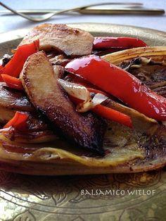 Balsamico Witlof Witlof met ham&kaas of als ovenschotel is wel bekenden lekker, maar deze witlof is van een andere klasse.De smaak van de witlof is niet te vergelijken met die van de gewone H… Skinny Kitchen, Vegetarian Recipes, Healthy Recipes, I Foods, Side Dishes, Food And Drink, Favorite Recipes, Vegan, Dinner