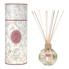 TOCCA Cleopatra Profumo d'Ambiente - Fragrance Reed Diffuser captivates with an exotic aroma. Infuse your surroundings with this flameless fragrance option.