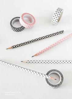 Washi tape hack: The simple way to make boring pencils cool - DIY Deko Diy Masking Tape, Washi Tape Crafts, Diy Crafts, Washi Tapes, Teen Crafts, Tapas, Deco Tape, Washi Tape Planner, Back To School Crafts