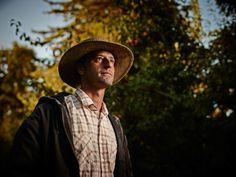 Based in Toronto Ontario Canada, Jonathan Bielaski is an environmental portrait…