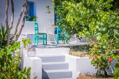 Monta Villa is only 130 meters away from Agios Prokopios Beach in Naxos. The villa can accomodate up to 11 guests: 4 bedrooms, 3 bathrooms, BBQ, swimming pool, private parking. 4 Star Hotels, Guest Room, Montana, Swimming Pools, Island Villa, Bedroom, City, Business, Room