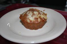 Gevulde cupcake met speculaaskruiden en amandelschaafsel.
