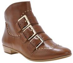 Boots disponible sur la boutique online : http://boutiqueonline.jorgebischoff.com.br/
