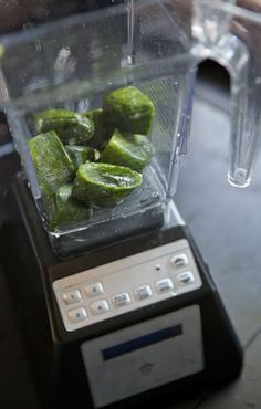 Spinach Ice Cubes for easy green smoothie making! Great way to keep from wasting spinach since it goes bad do quickly!