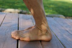 4 Exercises to Strengthen Your Ankles and Feet - Xero Shoes Ankle Rehab Exercises, Ankle Strengthening Exercises, Foot Exercises, Foot Stretches, Barefoot Running, Barefoot Men, Going Barefoot, Mode Masculine, Yoga Shoes