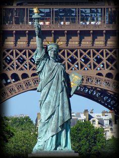 Amérique sur Seine : Statue de la Liberté à Paris, sur l'Île aux Cygnes