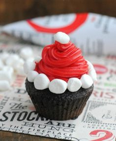6.Wonderful looking and truly delicious tasting Christmas cupcake. The cupcake decoration is designed to look like Santa's Christmas hat with the help of white marshmallows and red icing to complete the look.