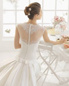 MILA traje de novia   en mikado duquesa encaje y pedreria.
