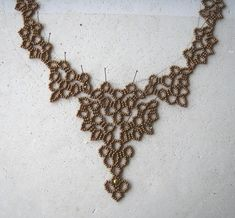 english pattern :  at2part3anglais  you can find the Pdf tutorial in English Erench or Russian below the picture on site    BEADS :  Seed beads 11 Miuki - 1 perl  4 mm