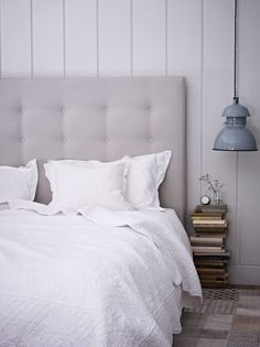 white light and peaceful - love the quilt