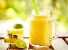 Over Drinking - Immune-Boosting Ginger Hydrator: Hydrate your body with this tropical smoothie recipe. Fruit Smoothies, Smoothie Proteine, Tropical Smoothie Recipes, Ginger Smoothie, Smoothie Packs, Jugo Natural, Jus Detox, Alkaline Diet Recipes, High Fiber Foods