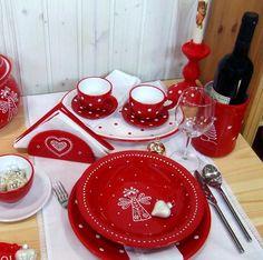 *Handgemachte, grosse Keramik Schale, Obstschale, Salatschüssel - rot oder rosa mit handbemalten weißen Punkte von Sofie's Home*  Rosafarbene Schale mit weissen Punkte ist auf Lager, andere Farbe...
