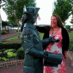 26 people having fun with statues Funny Test, Funny Pix, Funny Meme Pictures, Creative Portrait Photography, Face Photography, Creative Portraits, Stupid Memes, Funny Memes, Funny Statues