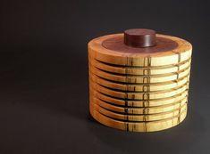 Woodart – Rippendose aus angestockter Birke mit einem Deckel aus Teak