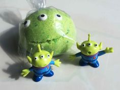 Toy Story Alien Surprise Bath Bomb Toy Inside - Tsum Tsum Party Idea - 5 oz Each - Large Lush Bath Candy Space Alien Surprise Buzz Lightyear Tsum Tsum Party, Alien Party, Bomb Cosmetics, Toy Story Alien, Lush Bath Bombs, Space Aliens, Bath Fizzies, Skin So Soft, Bath And Body