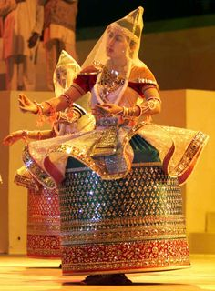 Manipuri dance Manipuri Dance, Dance Poses, Dance Music, Dance Paintings, Indian Art Paintings, Cultural Dance, India Country, Indian Classical Dance, India Art