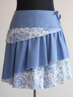 Jako+cibule+III.+Bavlněná+jarní/letní+sukýnka+v+délce+ke+kolenu,+zip+v+boku,+vázací+tkanice+pro+úpravu+objemu+v+pase,+modrobílý+potisk+v+kombinaci+s+košilovou+jeansovinou,+lemování+bílou-variace+na+cibulák..;)+Pouze+jeden+originální+kus,+tato+ve+velikosti+S.