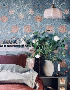 The fastest and easiest way to change the overall decoration of your home is to change the wallpaper in your home. The appearance of your walls framin. Beach Bedding Sets, Wallpaper Bedroom, Decor, Bedroom Vintage, Elegant Homes, Bedroom Inspirations, Wallpaper Design For Bedroom, Home Bedroom, Home Decor