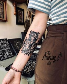 ng News ★ You may have noticed that a large number of people today have � ARM TATTOOS �. One of the reasons for this is that the arms are usually rarely covered. Therefore, people are able to express themselves through their arm tattoos. Girl Back Tattoos, Girls With Sleeve Tattoos, Lower Back Tattoos, Tattoos For Guys, Tribal Arm Tattoos, Tattoos Skull, Black Tattoos, Hand Tattoos, Best Tattoos For Women
