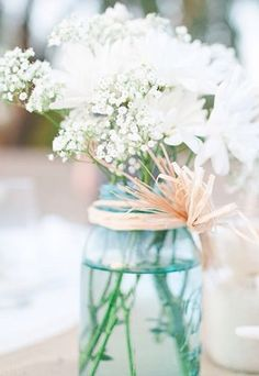 Weißer Blütentraum für die Hochzeitsdeko #wedding #centerpiece #brautstrauß www.gofeminin.de