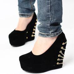 Maneras de agregarle cadenas a todos tus zapatos