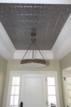 Decorate with tin tiles. Fill in the ceiling of your tray with tin for a dramatic look. This is a great way to bring in an element that really makes a statement. TRAY CEILING IN THE MASTER :D Tin Tiles, Tin Ceiling Tiles, Recessed Ceiling, Trey Ceiling, Ceiling Lights, Window Lights, Basement Ceiling Options, Basement Walls, Plafond Design
