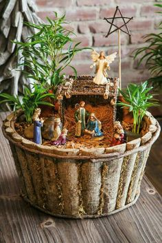 A mini metallic shimmer nativity set consisting of Mary, Joseph, Baby Jesus, an angel and the three wise men. Christmas Arts And Crafts, Christmas Garden, Rustic Christmas, All Things Christmas, Christmas Home, Christmas Holidays, Merry Christmas, Christmas Ornaments, Christmas Nativity Scene