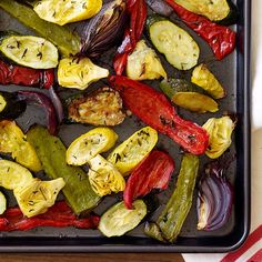 Simple Side for Busy Moms: Quick Prep, Slow Roasted Veggies Serve these delicious roasted vegetables with any main dish. Or chop them up and add to pasta and rice recipes. Roasted Mixed Vegetables, Roasted Vegetable Recipes, Plats Weight Watchers, Weight Watchers Meals, Sloppy Joe, Ww Recipes, Vegetarian Recipes, Healthy Recipes, Recipies
